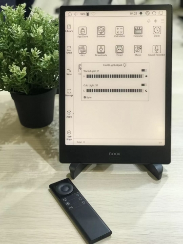 Onyx Boox Note Pro at CES 2019. With top hardware  and front lighting